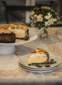 Tarta de limón y merengue con base de galleta, coco y almendra
