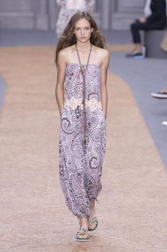 View all the catwalk photos of the Chloe spring / summer 2016 showing at Paris fashion week.  Read the article to see the full gallery.