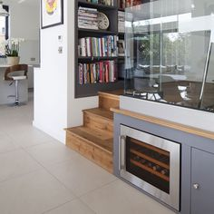 16 Ideas for split level stairs storage spaces Kitchen Under Stairs, Split Level Kitchen, Bi Level Homes, Kitchen Diner Extension, Open Plan Kitchen Living Room, Small Hallways, Stair Storage, Storage Spaces, Storage Ideas