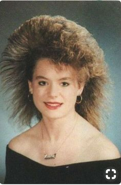 i thought my hairstyle was bad! Bad Hair Day, Big Hair, Vintage Hairstyles, Cool Hairstyles, 1980s Hairstyles, Awkward Family Photos, Awkward Pictures, New Retro Wave, Bad Photos