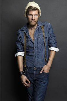 One of the best ways for a man to style a navy chambray long sleeve shirt is to team it with navy jeans for a casual ensemble. Estilo Hipster, Estilo Denim, Hipster Man, Mode Jeans, Jeans Bleu, Navy Jeans, Fashion Moda, Denim Fashion, Look Fashion