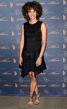 Halle Berry Says Her Failed Marriages Made Her Feel Guilty: Photo Halle Berry shows off her curly hair while posing for photos at the City Summit event on Saturday (February in Los Angeles. The actress opened… Halle Berry Style, Halle Berry Hot, Natural Wedding Makeup Looks, Hale Berry, Jennifer Aniston Style, Black Goddess, Sexy Older Women, Night Looks, Red Carpet Fashion
