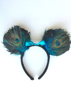 Learn how to make your own Minnie Ears, adorned with peacock feathers and inspired by Disney's Animal Kingdom. Diy Disney Ears, Disney Minnie Mouse Ears, Mickey Mouse Ears Headband, Disney Bows, Mickey Ears, Disney Outfits, Disney Mickey, Walt Disney, Disneyland Trip