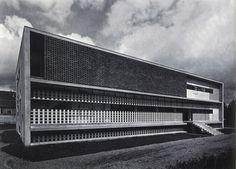 Anti-tuberculosis Dispensary, Alessandria, Italy designed by Ignazio Gardell Healthcare Architecture, Modern Architecture Design, Architecture Student, Facade Architecture, Bauhaus, Milan, Brutalist Buildings, Building Structure, Exterior Design