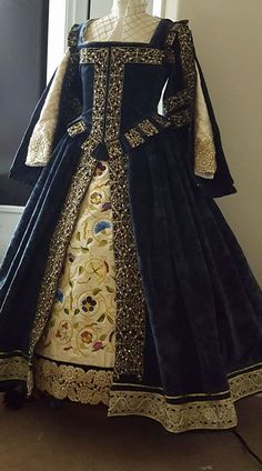 Designs From Time - Historical Costume DesignerYou can find Renaissance clothing and more on our website.Designs From Time - Historical Costume Designer Elizabethan Dress, Elizabethan Fashion, Tudor Fashion, Medieval Dress, Victorian Fashion, Fashion Fashion, Fashion Tips, Mode Renaissance, Costume Renaissance