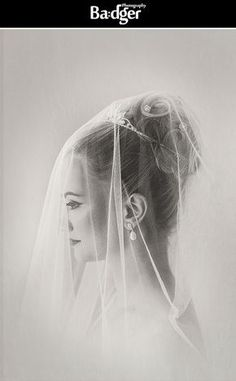 Amazing idea to turn your bridal portrait into a piece of art that looks like a painting! Montreal wedding photography by Badger Photography