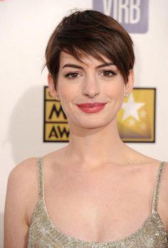 Anne Hathaway hair makeup Critics Choice Awards 2013