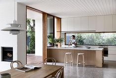 Brighton House by Rob Kennon Architects is a beach house that avoids coastal cli.Brighton House by Rob Kennon Architects is a beach house that avoids coastal clichés in favour of streamlined place-making and robust detailing. Kitchen Interior, Kitchen Design, Melbourne, Brighton Houses, Melbourne Suburbs, Interior Architecture, Interior Design, Bungalows, Kitchens