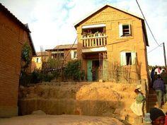 Maison malgache...or des terres , or des coeurs, lumière soleil , lumieres des sourires....mada♡♡
