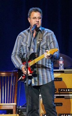 Vince Gill wows the crowd at The Pearl at Palms Casino Resort in Las Vegas Country Music Artists, Country Music Stars, Country Singers, Folk Music, Art Music, Music Documentaries, Vince Gill, Recorder Music, Country Men