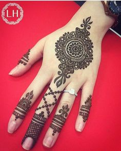 Simple Mehndi Designs for Hands Images To Try Now Henna Designs For Kids, Unique Mehndi Designs, Mehndi Designs For Fingers, Beautiful Henna Designs, Simple Designs, Round Mehndi Design, Mehndi Design Pictures, Mehndi Images, Tattoo Trend