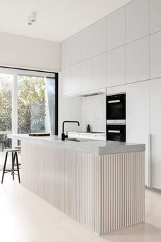 Modern Kitchen Interior Remodeling Minimalist Modern Kitchen Design Ideas and Inspiration. The fluted wood makes a statement and focal point in this kitchen remodel. Best Kitchen Designs, Modern Kitchen Design, Modern Interior Design, Interior Design Kitchen, Interior Design Inspiration, Kitchen Inspiration, Interior Architecture, White Contemporary Kitchen, Kitchen Lighting Design