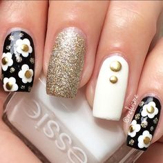 Black & white daisy nails. By Instagram user: melcisme