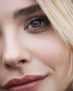 Chloë Moretz close up