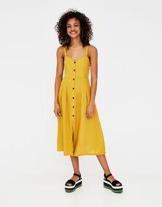Midikleid mit Knöpfen Jetzt bestellen unter: https://mode.ladendirekt.de/damen/bekleidung/kleider/sonstige-kleider/?uid=95a343d3-efa9-521b-a3eb-b8390a3eeac5&utm_source=pinterest&utm_medium=pin&utm_campaign=boards #sonstigekleider #damen #kleid #kleider #bekleidung Bild Quelle: pullandbear.com