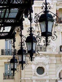 The old lanterns in Paris are really beautiful!-Les vieilles lanternes à Paris elles sont vraiment belles ! 🙂 Les vieilles l… The old lanterns in Paris are really beautiful! 🙂 The old lanterns in Paris are really beautiful! Beautiful Paris, I Love Paris, Street Lamp, Paris Street, Tee Kunst, Belle Villa, Paris Ville, Rustic Lighting, City Lights