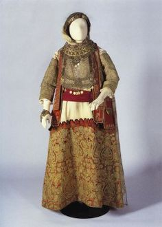 Bridal costume from Kifisia, Central Greece. © Peloponnesian Folklore Foundation The bridal costume from Kifisia could be worn after the wedding on all festive occasions until the birth. Historical Costume, Historical Clothing, Kai, Costumes Around The World, Folk Costume, People Of The World, Traditional Dresses, Folk Art, Greece