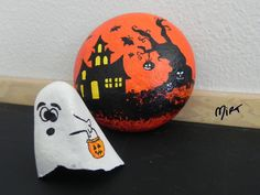 Back of witch rock. Painted by cat Halloween Rocks, Halloween House, Stone Painting, Rock Painting, Rock Crafts, Painted Rocks, Clay, Facebook, Image Search