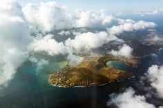 Oahu from above ☼ Off the beaten path things to do in Oahu, Hawaii http://www.thewondermap.com/things-to-do-in-oahu-hawaii/