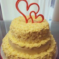 Creamy weddind cale Wedding Cakes, Weddings, Desserts, Food, Wedding Gown Cakes, Tailgate Desserts, Bodas, Meal, Wedding Pie Table