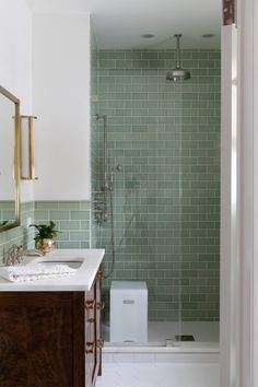 Luxury Interior Design, Bathroom Interior Design, Home Interior, Modern Interior Design, Bathroom Renos, Small Bathroom, Master Bathroom, Green Bathrooms, Best Bathroom Tiles