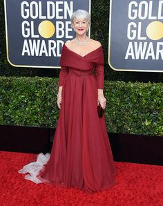 the Must-See Looks from the 2020 Golden Globes Red Carpet carpet style globesAll the Must-See Looks from the 2020 Golden Globes Red Carpet carpet style globes bucket list de amigas p i n t e r e s t Golden Globe Award, Golden Globes, Off Shoulder Ball Gown, Shoulder Bag, Celebrity Red Carpet, Celebrity Style, Celebrity News, Celebrity Dresses, Helen Mirren