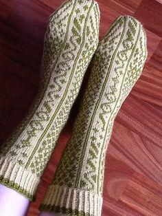 Ravelry: Beanpole pattern by Hypercycloid Designs Crochet Cardigan Pattern, Crochet Socks, Crochet Flower Patterns, Knitting Socks, Hand Knitting, Knitting Patterns, Knit Crochet, Knit Socks, Irish Crochet