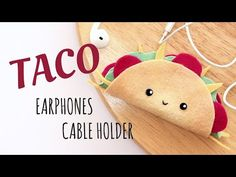 DIY Kawaii Taco - Earphones Cable Holder - No Sewing - 2 Cats & 1 Doll. Keep your headphones untangled by making this kawaii taco earphones . ) Licensed under Creative Commons: By Attribution . Kawaii Felt, Kawaii Diy, Felt Diy, Felt Crafts, Earbud Holder Diy, Headphone Holder, Diy Headphones, Costura Diy, Felt Bookmark