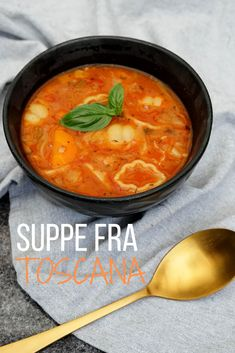 Soup from Tuscany - recipe for rich and delicious Italian soup with vegetables and pasta - lovely summer food soup healthy recipes rezepte soup soup Veggie Recipes, Healthy Dinner Recipes, Soup Recipes, Italian Soup, Italian Recipes, Tuscan Soup, Vegan Beef, Homemade Beef Stew, Vegan Meal Prep