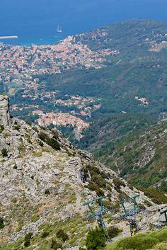 Die besten Tipps und Sehenswürdigkeiten für Elba. Eine kleine Mittelmeer Insel in Italien. Für deine nächste längere Reise oder deinen kurzen Urlaub nach Italien. Erfahrt mehr über Elbas Strände, der Hauptstadt Portoferraio und Napoleon. Jetz auf www.sonahundsofern.com