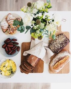 Wanna serve brunch for your guests at home at your graduation party/reception? No worries - we deliver! Check out our website for more info 🥓🍳🥑🍉🥝🥐❤️