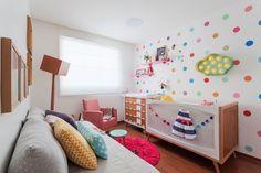 Quarto Isadora | Isabela Bethônico Arquitetura. Belo Horizonte / Quarto / Babyroom / Sonho / Cores / Cute Nursery Room, Nursery Decor, Bedroom Decor, Room Baby, Decor Room, Project Nursery, Bedroom Couch, Girls Bedroom, Bedrooms
