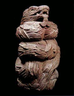 """Quetzalcoalt,esta magnifica pieza se la llevaron los """"misioneros"""" para el Vaticano.... y esta en su museo siglo XV-XVI Ancient Ruins, Ancient Art, Feathered Serpent, Mexico Art, Aztec Art, Mexica, Mesoamerican, Chicano Art, Stone Carving"""