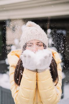Winter Couple Pictures, Winter Pictures, Girl Pictures, Snow Photography, Girl Photography Poses, Levitation Photography, Exposure Photography, Abstract Photography, Wedding Photography