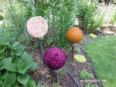How to make decorative garden art balls. Find out how to create with glass gems, bowling balls, and more. #gardenart #DIY #empressofdirt
