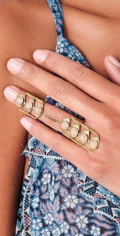 Im loving this knuckle ring!!