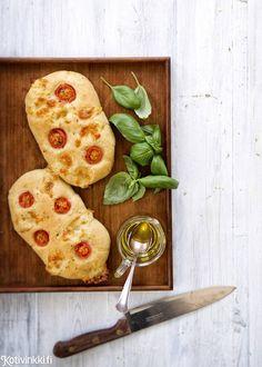Tomaatti-mozzarellaleipä | Kotivinkki Text: Jonna Vormala Pic: Sanna Peurakoski #tomato #mozzarella #bread