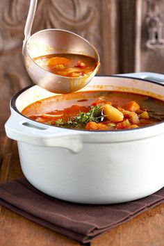 Groentesop ('n maal op sy eie) South African Dishes, South African Recipes, Veggie Recipes, Soup Recipes, Recipies, Crock Pot Cooking, Cooking Recipes, Kos, Warm Food