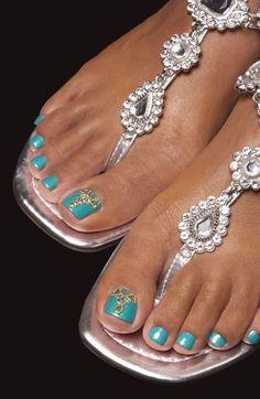 Женщины очень тщательно следят за своей внешностью, и красота ногтей находится для них далеко не на последнем месте.