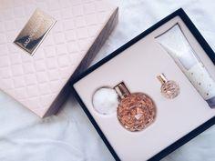 Tags mais populares para esta imagem incluem: fragrance, dangerouswomen, giftbox, arianagrandebutera e girl