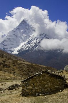Trekking in Nepal - an adventure of a lifetime. Pristine nature, unique culture and truly amazing people! (Picture: Everest Base Camp Trek)- I really saw this hut along the way! Oh The Places You'll Go, Places To Visit, Monte Everest, Everest Base Camp Trek, Nepal Trekking, Mountain Landscape, Top Of The World, Amazing Nature, The Great Outdoors