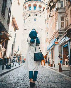 Hijabi traveling style – Just Trendy Girls N i hope i'll b der too! Hijabi Girl, Girl Hijab, Hijab Outfit, Muslim Fashion, Modest Fashion, Hijab Fashion, Fashion Wear, Muslim Girls, Muslim Women