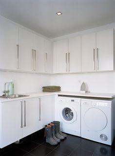 An L shaped laundry exapmle Laundry Room Layouts, Laundry Room Inspiration, Laundry Area, Laundry Room Design, Küchen Design, L Shape, Interior Design Living Room, Kitchen Remodel, Kitchen Decor