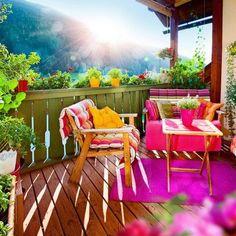 Balcón con mucho color