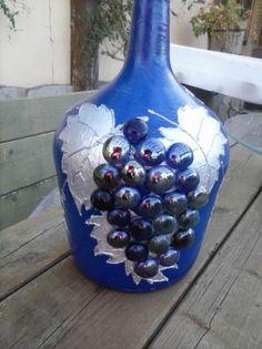Risultati immagini per garrafas cristal decoradas Empty Wine Bottles, Wine Bottle Art, Diy Bottle, Bottles And Jars, Glass Bottles, Wine Glass, Decor Crafts, Diy And Crafts, Jar Art