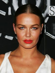 Interview: Lara Bingle Talks Healthy Living, Exercise and H2COCO Pure Coconut Water  http://primped.ninemsn.com.au/blogs/blush-hour/interview-lara-bingle-talks-healthy-living-exercise-and-h2coco-coconut-water#
