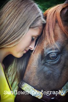 My first senior session with a horse !  #seniorpictures #horse