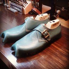 仮吊り。    #apego #handmade #shoes #アペーゴ #ハンドメイド #シューズ #モンクストラップ #靴 #靴修理 #靴職人 #靴製作 #ビスポーク #オーダーメイド #オーダー靴 #五反田 #五反田東口 #恵比寿 #目黒 #高輪 #白金台 #池田山 #東京 #高級紳士靴 #東五反田