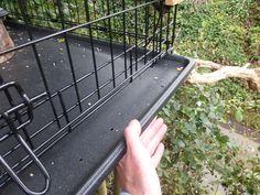 Ground Bird Feeder, Bird Feeder Plans, Bird Feeding Station, Homemade Bird Feeders, Garden Structures, Dog Crate, Coops, Garden Projects, Outdoor Gardens