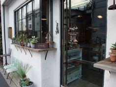 Exterior De Casas Coloniais - Exterior Window Without Grids - Center Hall Colonial Exterior - Exterior De Casas Videos - Cafe Restaurant Exterior Cafe Exterior, Restaurant Exterior, Colonial Exterior, Modern Exterior, Exterior Colors, Exterior Paint, Cafe Shop, Cafe Bar, Cafe Window